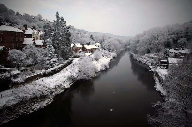 Heavy snow fall covers the Ironbridge World Heritage Site on December 22, 2010 in Ironbridge, England. (Photo by Christopher Furlong)