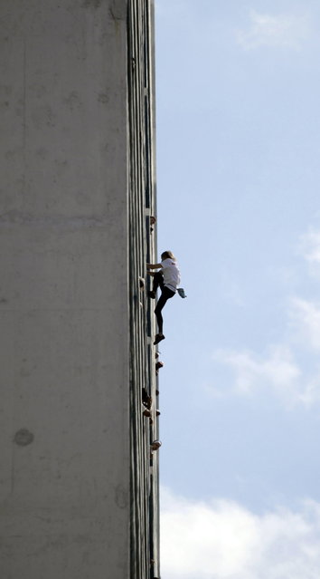 "Alain Robert of France, who is known as ""Spiderman"", climbs the Habana Libre hotel in Havana February 4, 2013. Robert, who scales buildings all over the world without safety equipment, successfully climbed the hotel which is 126 metres (413 feet) high.  REUTERS/Desmond Boylan (CUBA - Tags: SOCIETY TPX IMAGES OF THE DAY)"
