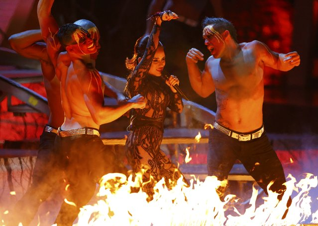 "Aneeka perfoms ""Ojo Por Ojo"" at the15th Annual Latin Grammy Awards in Las Vegas, Nevada November 20, 2014. (Photo by Mike Blake/Reuters)"