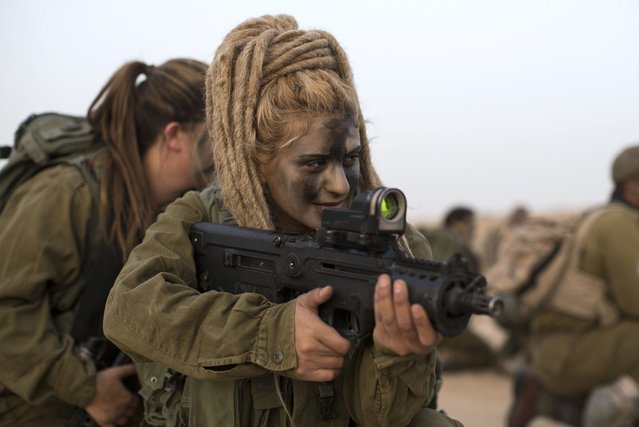 A soldier from the 'Karakal' Battalion during a graduation march near the Israeli-Egyptian border on March 13, 2010 near Azoz, Israel. The Karakal is a mixed-s*x battalion formed in 2004, with men and women serving together in this combat unit, based in the Negev desert on the borders with Egypt and Jordan. (Photo by Ilia Yefimovich)