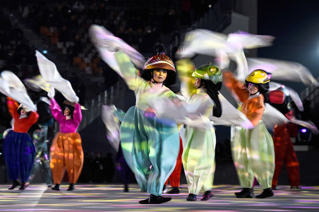 Performers dance during the closing ceremony of the Pyeongchang 2018 Winter Olympic Games at the Pyeongchang Stadium on February 25, 2018. (Photo by Jonathan Nackstrand/AFP Photo)