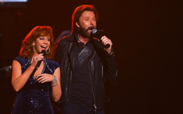 Reba McEntire performs a medley of songs with Ronnie Dunn at the 49th Annual Country Music Association Awards in Nashville, Tennessee November 4, 2015. (Photo by Harrison McClary/Reuters)