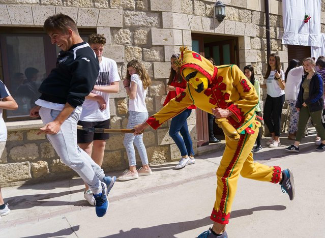 "A ""colacho"" (a person dressed up as a devil) chases people during ""El salto del Colacho"", the baby jumping festival in the village of Castrillo de Murcia, near Burgos on June 3, 2018. (Photo by Cesar Manso/AFP Photo)"