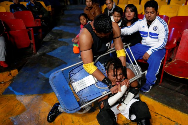 Wrestler known as Gio Malkriado (top) fights wrestler Ciclope with a chair during an extreme wrestling fight at the Arena Neza on the outskirts of Mexico City, Mexico October 28, 2016. (Photo by Carlos Jasso/Reuters)