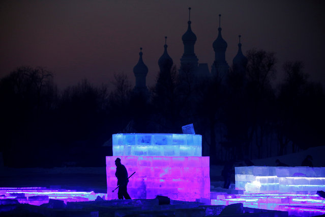 A worker prepares an ice sculpture for the upcoming Harbin International Ice and Snow Sculpture Festival, in Harbin, Heilongjiang province, China, December 17, 2016. (Photo by Aly Song/Reuters)