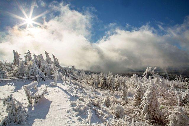 The sun shines over a snowy landscape on the Fichtelberg near Oberwiesenthal, Saxony, eastern Germany on November 25, 2013. (Photo by Bernd März/AFP Photo/DPA)