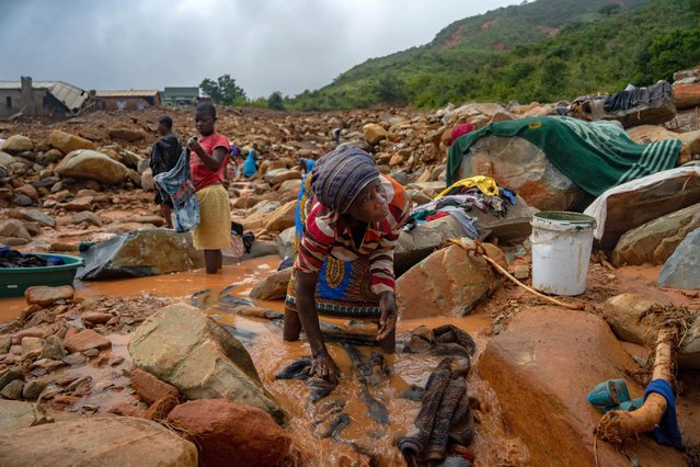 An elderly woman washes her belongings in the mud on March 19, 2019, in Chimanimani, after the area was hit by the Cyclone Idai. More than a thousand people are feared to have died in Mozambique alone while scores have been killed and more than 200 are missing in neighbouring Zimbabwe following the deadliest cyclone to hit southern Africa. Cyclone Idai tore into the centre of Mozambique on March 14 night before barreling on to neighbouring Zimbabwe, bringing flash floods and ferocious winds, and washing away roads and houses. (Photo by Zinyange Auntony/AFP Photo)