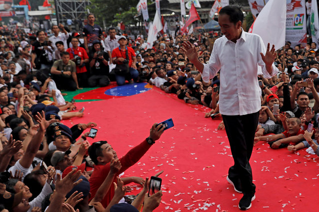 Indonesia's presidential candidate Joko Widodo gestures as he greets his supporters at a carnival during a campaign rally in Tangerang, Banten province, Indonesia, April 7, 2019. (Photo by Willy Kurniawan/Reuters)