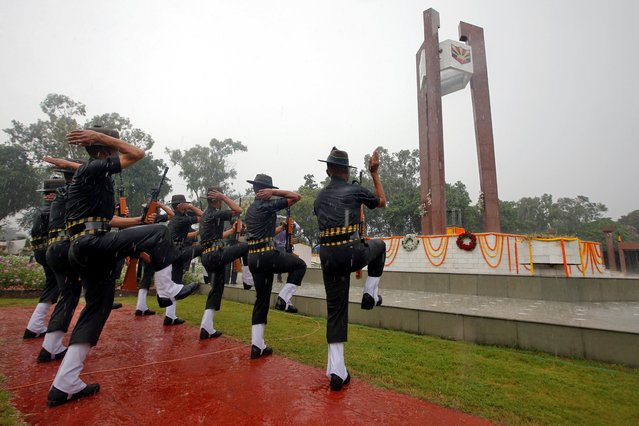 """Indian army soldiers perform during a wreath laying ceremony at a war memorial to mark the 20th anniversary of """"Vijay Diwas"""" (or victory day), at a garrison in Kolkata, July 26, 2019. (Photo by Rupak De Chowdhuri/Reuters)"""
