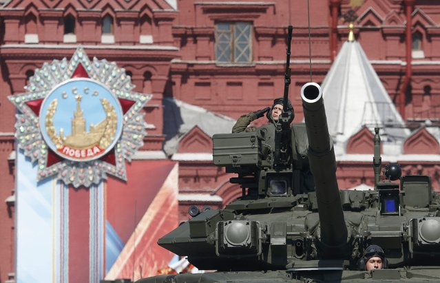 Russian servicemen drive a T-90A main battle tank during the Victory Day parade, marking the 71st anniversary of the victory over Nazi Germany in World War Two, at Red Square in Moscow, Russia, May 9, 2016. (Photo by Grigory Dukor/Reuters)