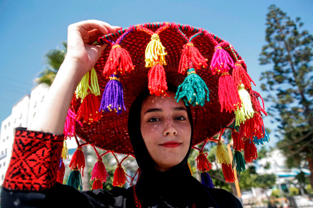 A Palestinian girl wears a traditional headdress as she attends a march marking Palestinian traditional customs day, in Gaza City on July 30, 2019. (Photo by Mohammed Abed/AFP Photo)