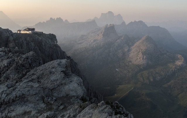 The Rifugio Lagazuoi, one of the highest mountain inns in the Dolomite Mountains, is seen near Cortina d' Ampezzo in northern Italy July 17, 2015. (Photo by Bob Strong/Reuters)