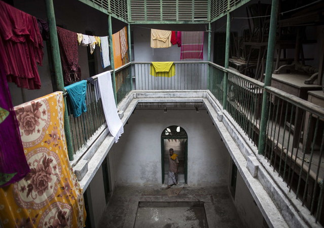 Clothes hang out to dry inside Mukti Bhavan (Salvation House) in Varanasi, in the northern Indian state of Uttar Pradesh, June 19, 2014. (Photo by Danish Siddiqui/Reuters)