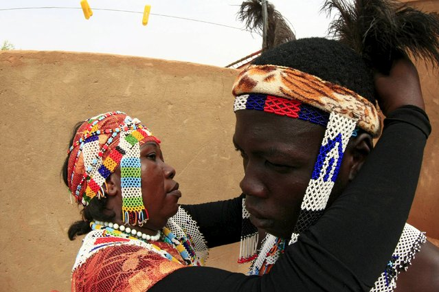 Performers of Nuba tribe get ready before a celebration of their cultural heritage on the International Day of the World's Indigenous Peoples in Omdurman August 15, 2015. (Photo by Mohamed Nureldin Abdallah/Reuters)
