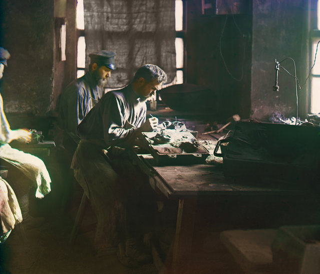 Photos by Sergey Prokudin-Gorsky. Molding of an artistic casting (Kasli Iron Works). Russia, Perm Province, Yekaterinburg uyezd (district), Kasli town, 1909
