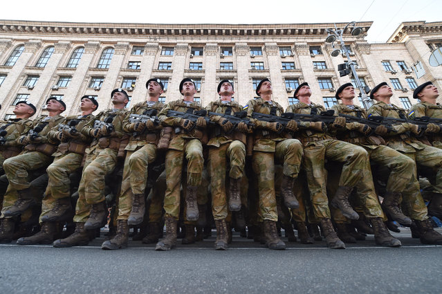 Ukrainian servicemen take part in military parade rehearsal in the center of Kiev on August 19, 2016. Ukraine will mark the 25th anniversary of its Independence on August 24, 2016. (Photo by Sergei Supinsky/AFP Photo)