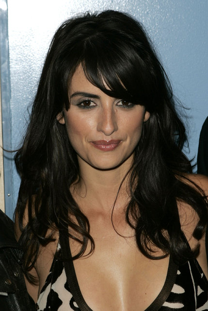 """Actress Penelope Cruz attends the premiere of """"Noel"""" on November 9, 2004 in New York City. (Photo by Peter Kramer/Getty Images)"""
