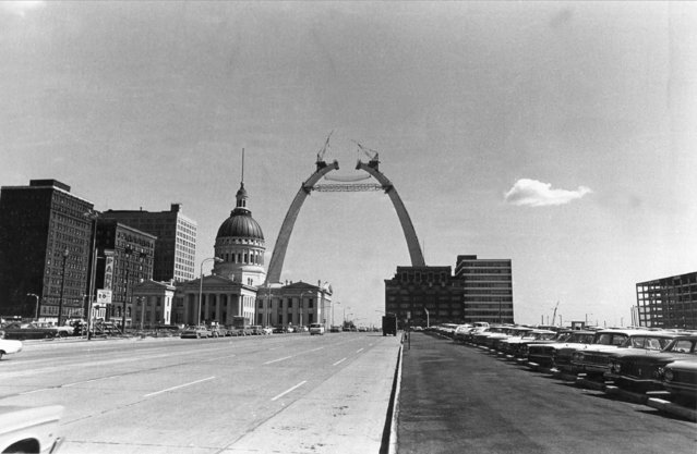 The Gateway Arch is near completion as the two legs stretch to within six feet of their intended 630-foot height in St. Louis, Mo., September 25, 1965. The St. Louis Courthouse can be seen at left. (Photo by AP Photo)