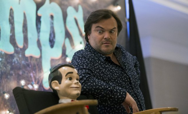"""Cast member Jack Black poses next to Slappy the Dummy during a photo call for """"Goosebumps"""" in West Hollywood, California October 2, 2015. (Photo by Mario Anzuoni/Reuters)"""
