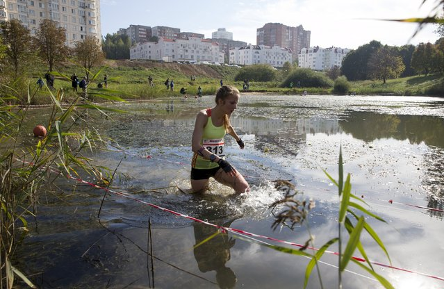 "A woman takes part in a ""Brave Run"" competition in Minsk October 4, 2015. (Photo by Vasily Fedosenko/Reuters)"