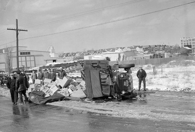 Auto wrecks, 1940s. (Photo by Leslie Jones)
