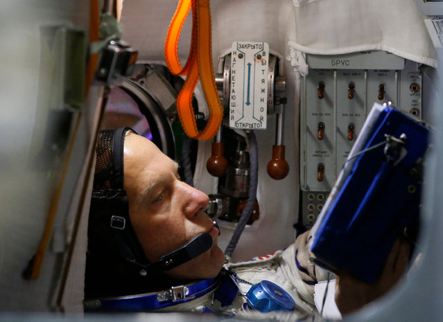 Member of the International Space Station expedition 46/47 US NASA astronaut Timothy Kopra works in Soyuz space craft simulator prior to pass final exams in the Russian cosmonaut training center in Star City outside Moscow, Russia, 20 November 2015. Launch of the mission is scheduled on 15 December from cosmodrome Baikonur (Kazakhstan). (Photo by Sergei Chirikov/EPA)