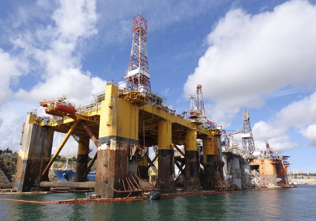 Three oil and gas rigs owned by Transocean Ltd sit idle in the Grand Harbor in Valletta, Malta in this October 22, 2015, file photo. Transocean Inc., is expected to report Q4 earnings February 24, 2016. (Photo by Balazs Koranyi/Reuters)