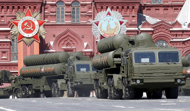 Russian S-400 air defence mobile missile launching systems drive during a rehearsal for the Victory Day parade in Red Square in central Moscow, Russia, May 7, 2015. (Photo by Grigory Dukor/Reuters)