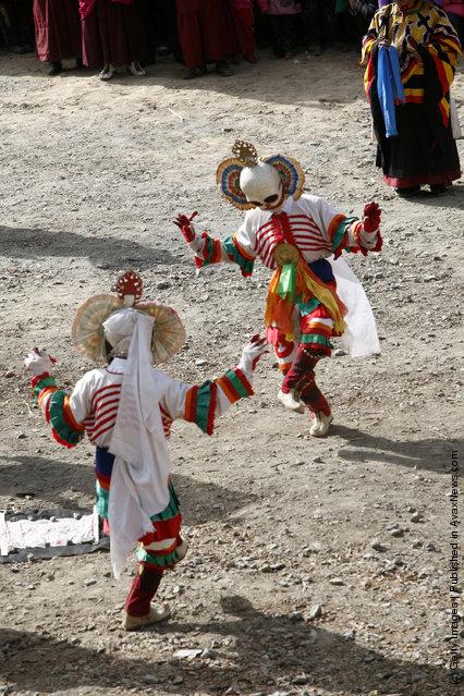 Lamas present skull dance