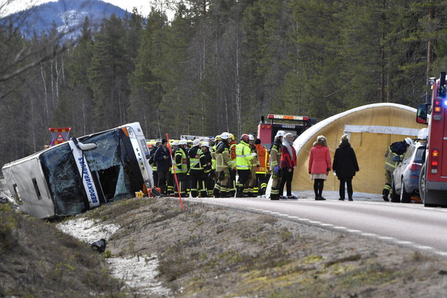 Emergency services and ambulance at the scene of a bus accident, on the E45 between Sveg and Fagelsjo in Sweden, Sunday, April 2, 2017. Three people were killed and over a dozen injured, six of them seriously when a bus carrying mostly schoolchildren crashed in central Sweden, rescue officials said Sunday. (Photo by Nisse Schmidt/ TT via AP Photo)
