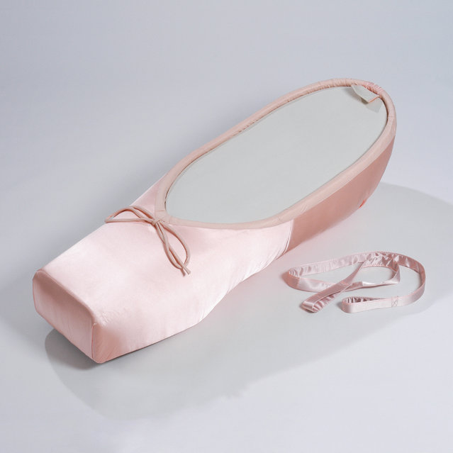A coffin in the style of a ballerina dance shoe. (Photo by Caters News Agency)