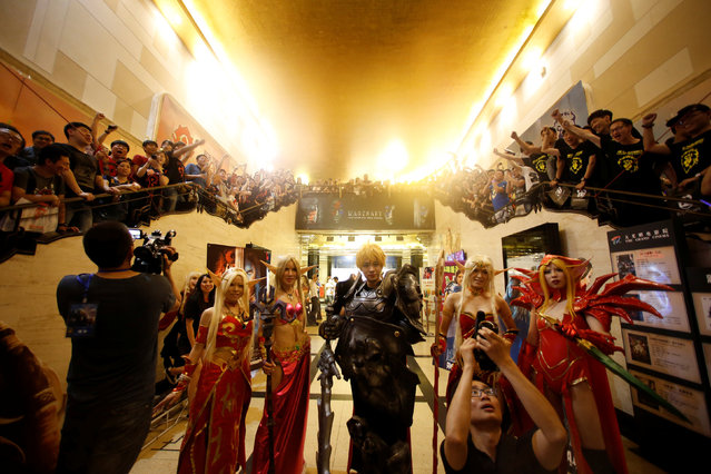 """Warcraft cosplayers pose in front of fans during China's premiere of the film """"Warcraft"""" at a theatre in Shanghai, China June 7, 2016. (Photo by Aly Song/Reuters)"""