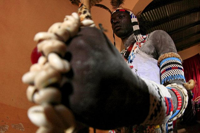 A performer of Nuba tribe gets ready before a celebration of their cultural heritage on the International Day of the World's Indigenous Peoples in Omdurman August 15, 2015. (Photo by Mohamed Nureldin Abdallah/Reuters)