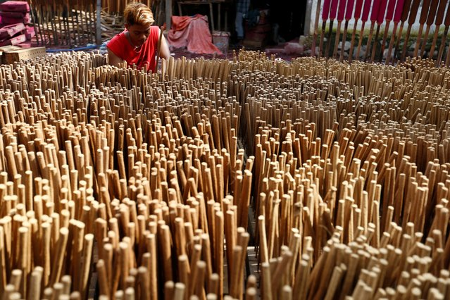 A worker carries incense sticks at a factory ahead of Chinese Lunar New Year celebration in Tangerang, near Jakarta, Indonesia, January 22, 2020. (Photo by Ajeng Dinar Ulfiana/Reuters)
