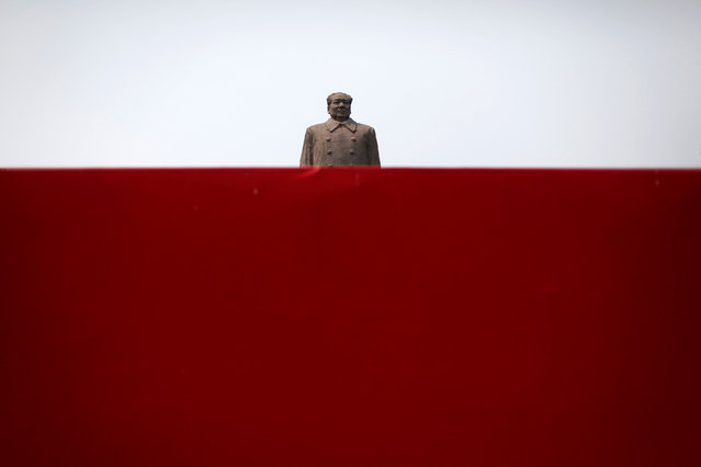A giant statue of former Communist Party chairman Mao Zedong is seen behind a red wall at the campus of Fudan University in Shanghai June 4, 2009. (Photo by Nir Elias/Reuters)