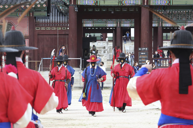 Imperial guards wearing face masks to help protect against the spread of the coronavirus move the Gyeongbok Palace in Seoul, South Korea, Sunday, September 13, 2020. (Photo by Ahn Young-joon/AP Photo)