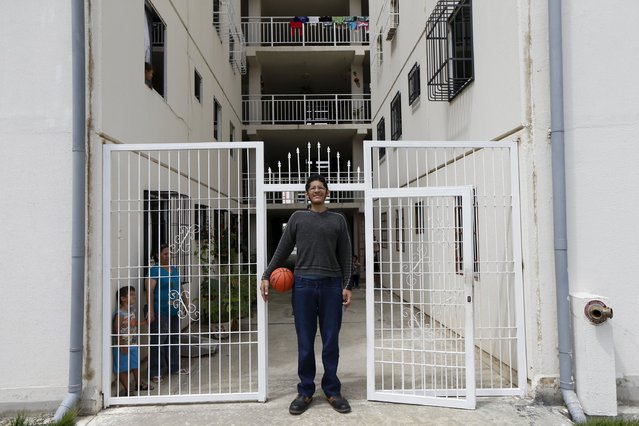 Jeison Rodriguez (C), 19, the living person with the largest feet in the world, poses for a picture at his house in Maracay, Venezuela, October 14, 2015. (Photo by Carlos Garcia Rawlins/Reuters)