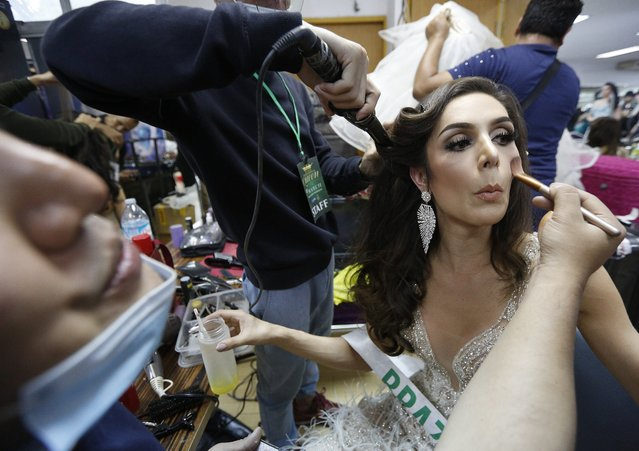 Contestant Izabele Coimbra of Brazil (R) prepares backstage during the annual transgender beauty contest of Miss International Queen 2018 at Pattaya city, in Chonburi province, Thailand, 09 March 2018. (Photo by Narong Sangnak/EPA/EFE)