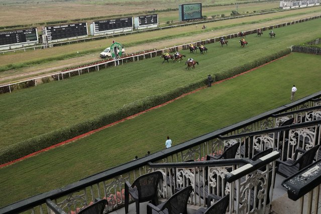 Horses run past empty stands on the first day of pre winter match at Royal Calcutta Turf Club, amidst the spread of the coronavirus disease (COVID-19), in Kolkata, India, November 24, 2020. (Photo by Rupak De Chowdhuri/Reuters)