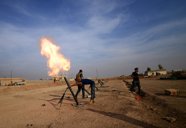 Federal police forces fire mortar toward Islamic State militants south of Mosul, Iraq, November 9, 2016. (Photo by Reuters/Stringer)