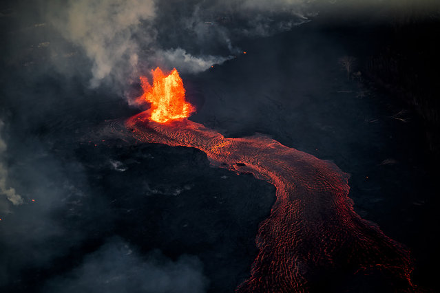 Photographer CJ Kale's breathtaking works show the molten lava in its incredible vibrancy. (Photo by CJ Kale/Caters News Agency)