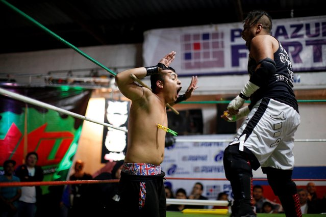 Wrestler known as El Junior Malkriado (L) shouts as wrestler Ciclope puts clothes pegs on his nipples during an extreme wrestling fight at a temporary wrestling ring in a car wash in Tulancingo Hidalgo, Mexico October 8, 2016. (Photo by Carlos Jasso/Reuters)