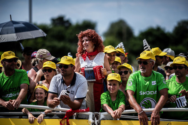 Spectators wait at the finish line to watch the arrival of the fourth stage of the 105th edition of the Tour de France cycling race between La Baule and Sarzeau, western France, on July 10, 2018. (Photo by Jeff Pachoud/AFP Photo)