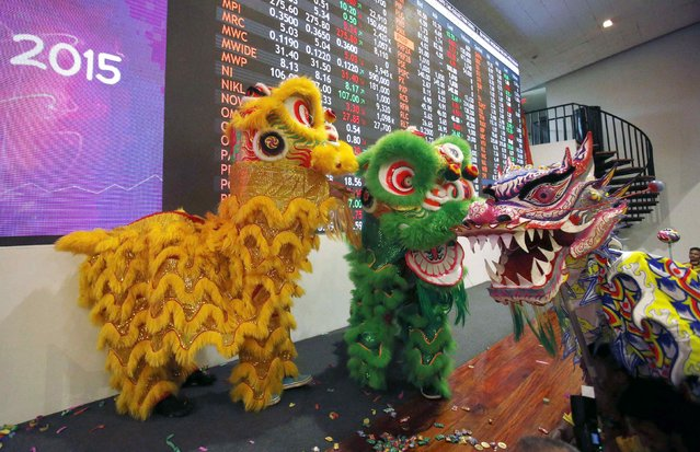 Dancers perform, as part of Chinese Lunar New Year celebrations, on the floor of the Philippine Stock Exchange in Manila's Makati financial district, February 18, 2015. (Photo by Erik De Castro/Reuters)