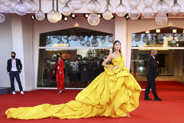 """Bianca Balti poses for photographers upon arrival at the premiere of the film """"Parallel Mothers"""" and the opening ceremony of the 78th edition of the Venice Film Festival in Venice, Italy, Wednesday, September 1, 2021. (Photo by Joel C Ryan/Invision/AP Photo)"""