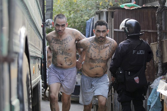 Members of the Barrio 18 gang run upon their arrival to the San Francisco Gotera penitentiary April 21, 2015. The Salvadoran goverment transfered 1,177 inmates, members of the Barrio 18 gang from Izalco jail to San francisco Gotera in a effort to curb gang violence activity, according to local media. (Photo by Jose Cabezas/Reuters)