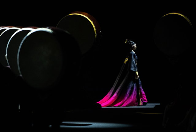 A model exhibits creations at the Heaven Gaia by Xiong Ying show during China Fashion Week in Beijing, China, 31 March 2019. The China Fashion Week runs from 25 to 31 March 2019. (Photo by Roman Pilipey/EPA/EFE)