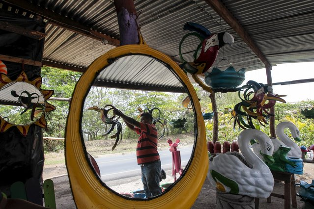 Francisco Salazar is reflected  in a mirror made of recycled tyres in a shop located on the Panamerican highway near Catarina town May 7, 2015. (Photo by Oswaldo Rivas/Reuters)