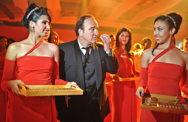 US actor Jim Belushi (C) participates in the final session of the XIV Cigar Festival on March 2, 2012 in Havana. The session finished with an auction of Habanos humidors with some 963,000 USD raised for Cuban hospitals. (Photo by Adalberto Roque/AFP Photo)