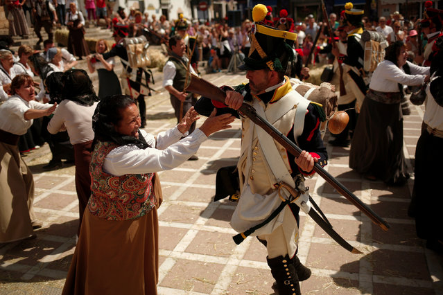 """Members of a historical battle re-enactment group, dressed as bandits and the French army, participate in a Spanish Independence War battle re-enactment during the fifth edition of """"Ronda Romantica"""" (Romantic Ronda) in Ronda, southern Spain, May 27, 2017. (Photo by Jon Nazca/Reuters)"""
